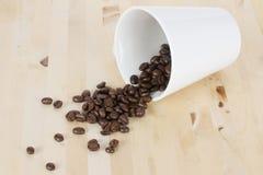 Kaffeebohnen und Cup Lizenzfreies Stockbild
