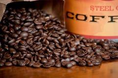 Kaffeebohnen und Glas stockfotografie