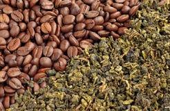 Kaffeebohnen und grüner Tee Stockbild