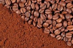 Kaffeebohnen und Grundbeschaffenheit Stockbild