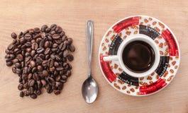 Kaffeebohnen und Kaffee Lizenzfreies Stockfoto