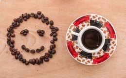 Kaffeebohnen und Kaffee Lizenzfreie Stockfotos