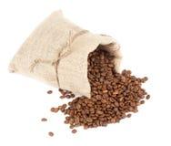 Kaffeebohnen und Leinwandsack Stockfotos