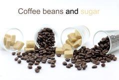 Kaffeebohnen und Zucker Lizenzfreie Stockfotografie