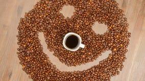 Kaffeebohnen vereinbart im smiley stockfotografie