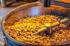 Kaffeebohneröstung Lizenzfreie Stockfotos