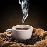 Kaffeebohneschale lizenzfreie stockfotografie