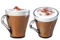 Kaffeecappuccinoschokoladensplitter, Isolat auf einem weißen Hintergrund Stockbilder