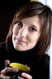 Kaffeefrau in der Küche Lizenzfreie Stockfotografie