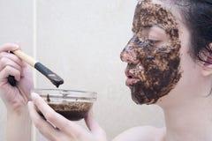 Kaffeegesicht scheuern sich Stockfotografie