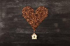 Kaffeehaus und Kaffeebohnen stockfotografie
