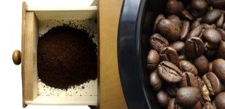 Kaffeemühle und Bohnen Lizenzfreies Stockfoto