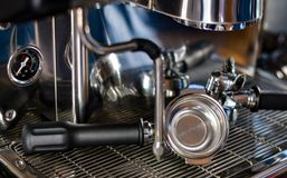 Kaffeemaschine im Kaffeehaus Lizenzfreie Stockfotografie