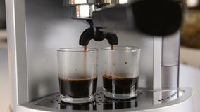 Kaffeemaschine in Kraft stock video footage