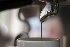 Kaffeemaschinennahaufnahme lizenzfreie stockfotos