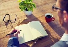 Kaffeepause an einem Café für Inspiration Lizenzfreie Stockfotos