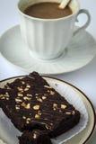 Kaffeepause mit Schokoladenkuchen Stockfotos