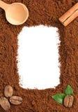 Kaffeesatz auf Weiß Stockfotografie