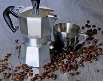 Kaffeesatz Tasse Kaffee-Hersteller und -kaffee Stockfoto