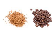 Kaffeesatz und in den Körnern Lizenzfreie Stockfotografie