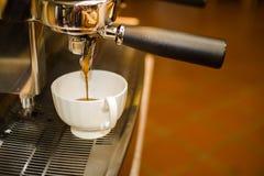 Kaffeespresso in till exponeringsglas Royaltyfria Foton