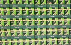 Kaffeestapel im Supermarkt stockfotos
