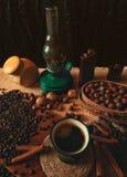 Kaffeestillleben mit Kerosinlampe Stockbilder