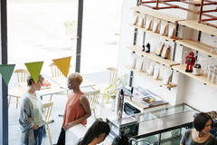 Kaffeestube-Bar-Zähler-Café-Restaurant-Entspannungs-Konzept stockfotos