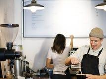 Kaffeestube-Personal-Angestelltes Arbeits-Konzept stockfotos