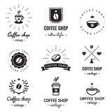 Kaffeestubelogoweinlese-Vektorsatz Hippie und Retrostil Stockfotos