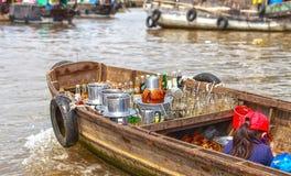 Kaffeestubeverkauf auf Fluss Stockfotos