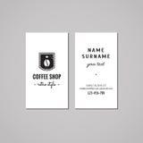 Kaffeestubevisitenkarte-Konzept des Entwurfes Kaffeestubelogo mit Kaffeebohne, Krone und Aufkleber Weinlese, Hippie und Retrostil Stockbild