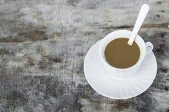 Kaffeetasse auf altem Holz Lizenzfreie Stockfotografie