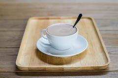 Kaffeetasse auf der Tabelle Stockfoto
