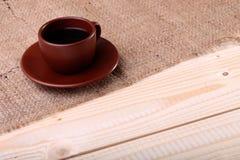 Kaffeetasse auf der Tabelle Stockbild