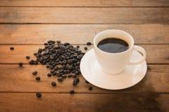 Kaffeetasse auf Holz Lizenzfreie Stockbilder