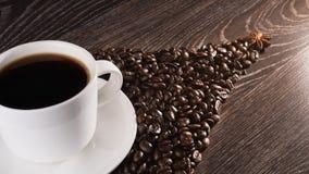 Kaffeetasse auf Kaffeebohnen Lizenzfreie Stockfotografie