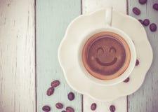 Kaffeetasse auf Tabelle Lizenzfreie Stockfotos