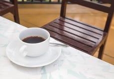 Kaffeetasse in der Kaffeestube lizenzfreies stockbild