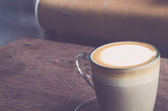 Kaffeetasse im Café Lizenzfreie Stockbilder