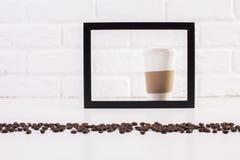 Kaffeetasse innerhalb des Rahmens Lizenzfreie Stockfotos