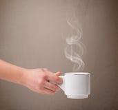 Kaffeetasse mit abstraktem weißem Dampf Lizenzfreies Stockbild