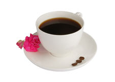 Kaffeetasse mit Blume und Kaffeebohnen Lizenzfreie Stockfotografie