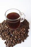 Kaffeetasse mit Bohnen Lizenzfreie Stockfotos