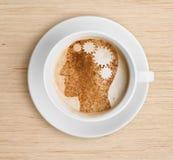 Kaffeetasse mit Gehirn auf Schaum Auffrischungskonzept Lizenzfreie Stockfotos