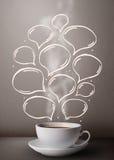 Kaffeetasse mit Hand gezeichneten Spracheblasen Lizenzfreie Stockbilder