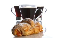 Kaffeetasse mit schwarzem Kaffee lizenzfreies stockbild