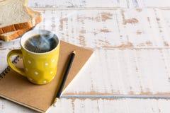 Kaffeetasse Schwarzes des gutenmorgens Stockfotos