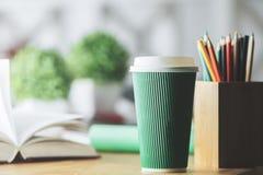 Kaffeetasse und andere Einzelteile Lizenzfreie Stockfotografie