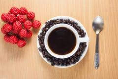 Kaffeetasse und Bohne Stockfotografie